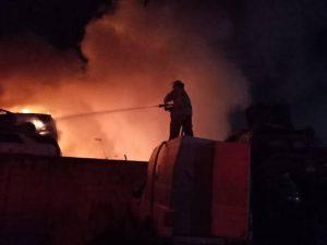 Sujetos prendieron fuego a instalaciones de grúas GK